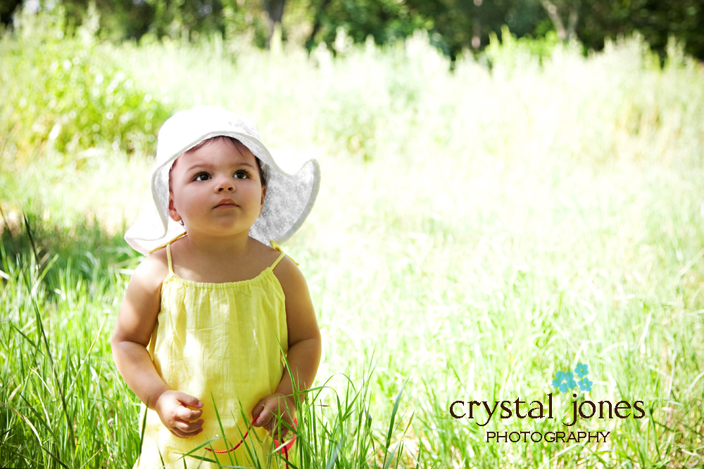 Outdoor natural light children's portaits at the Jensen botanical gardens