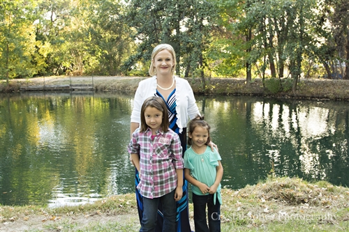 outdoor extended family portraits in your own backyard in roseville california