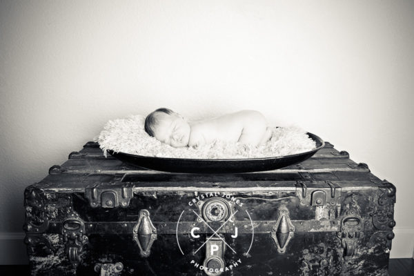 Professional newborn lifestyle in black and white