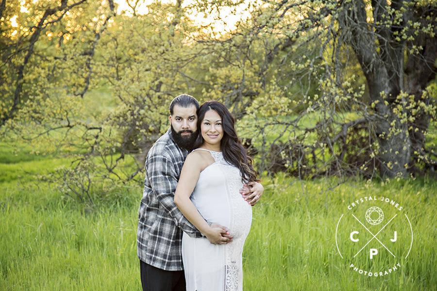 Lush Green Maternity Photos in Roseville