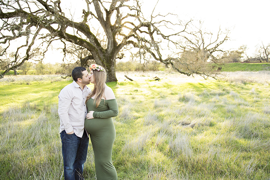 Sunset maternity photos in front of oak tree