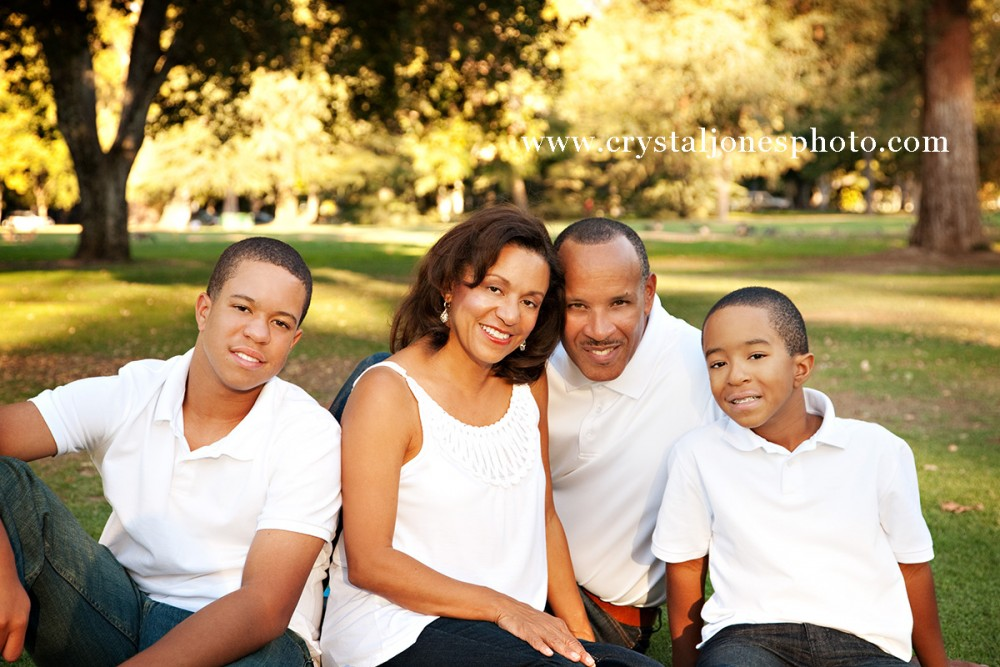 professional outdoor family portraits at Land Park in Sacramento California