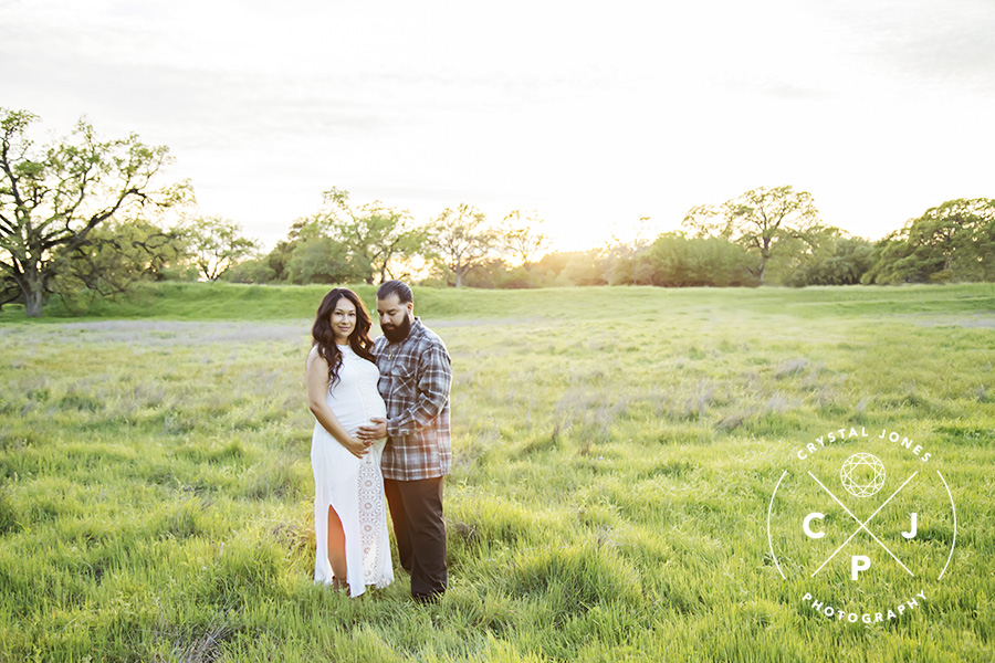Lush Green Maternity Photos in Roseville