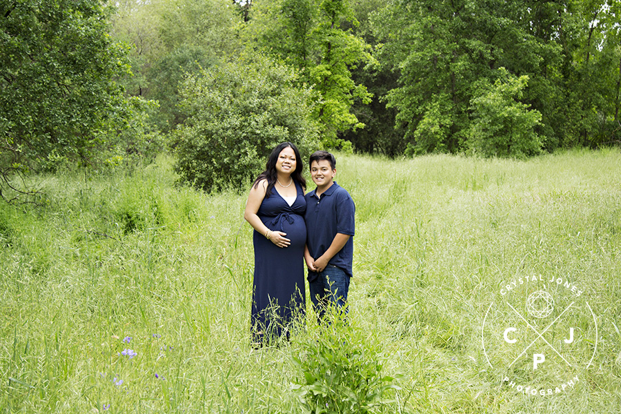 Lush Green Outdoor Maternity and Family Photos