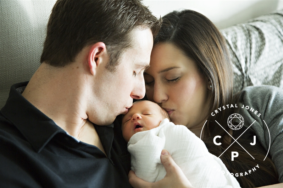 lifestyle maternity portraits using your home