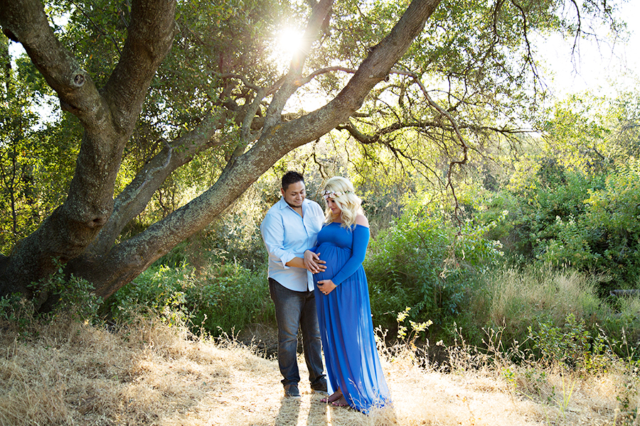Outdoor Maternity Photos with Husband in Roseville CA